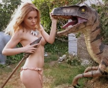 Velociraptor statue5
