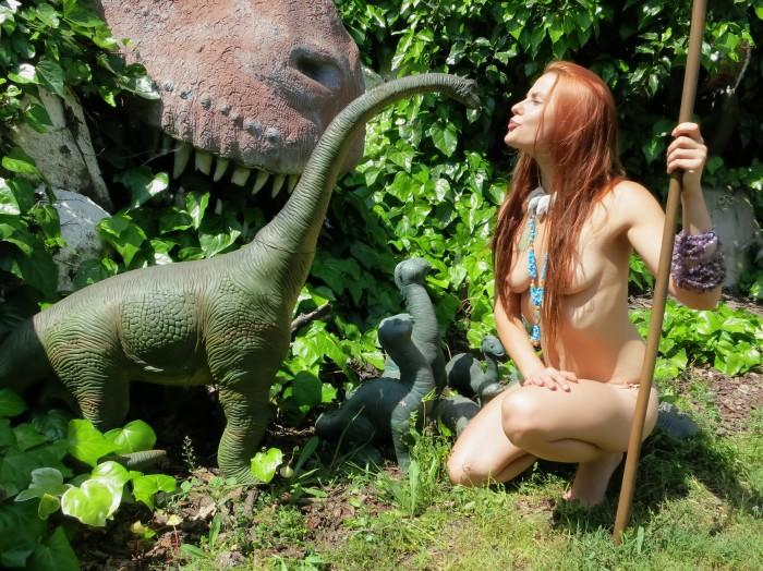 Brachiosaurus-statue-700x524