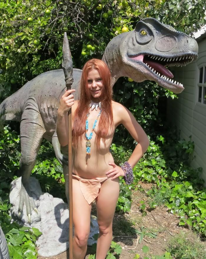 Allosaurus statue2