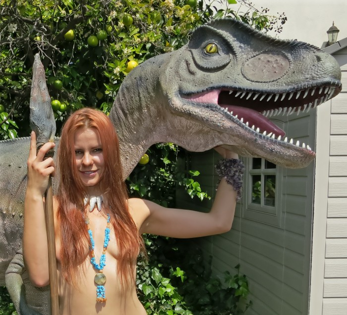 Allosaurus statue3