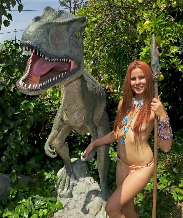 Allosaurus statue4