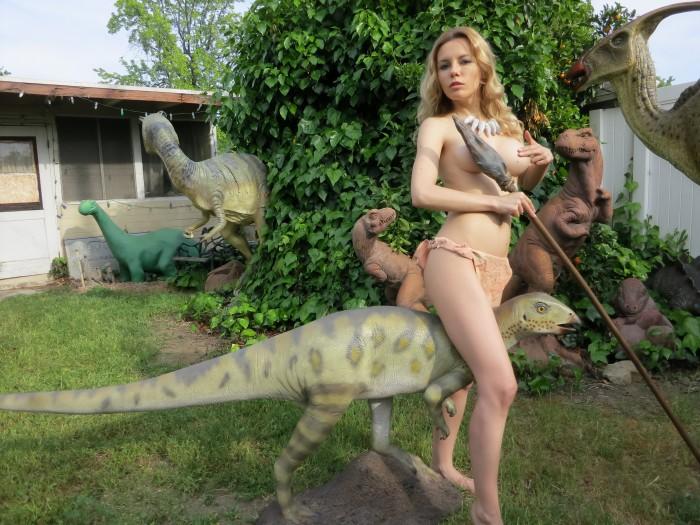 hypsilophodont statue